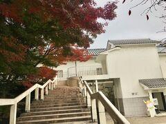 復元された佐和口多聞櫓の一部が、開国記念館となっている。階段を上って左側に入り口があり、入館無料。係りの方が彦根城の遺構であるお濠を埋めたことなど、昔の様子を説明してくれた。