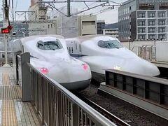 京都駅で新幹線到着待ち