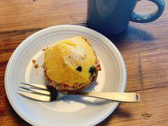 11/18(火) 昨日、ココラデで購入したパンで朝食 かぼちゃのクリームがたっぷりのった美味しいタルトでした
