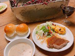 甘味を楽しんだ後は、ツルヤ御代田に行き、夕食の食材を買い物 美味しそうなお肉、ツルヤオリジナルのロールパンなどで簡単に自炊しました  ツルヤは食材が美味しいので、簡単に作っても美味しいので満足度が高いです