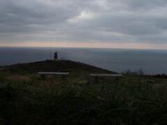 山を下りて風車展望台にやってきました。 海の絶景が広がります。