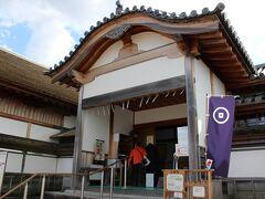 大書院 2000年4月に、復元されました。 京都・二条城の二の丸御殿にある建物に類似していますが、内部は篠山城に関する資料が展示されているそうです。