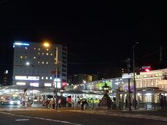 右手がJR奈良駅。 左手に見えているビルが今夜のお宿です! 駅直結で立地最高( ≧∀≦)ノ