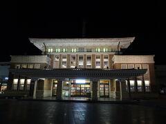 皆さんの旅行記でよく拝見した、旧駅舎。 今は観光案内所なんだそうです。