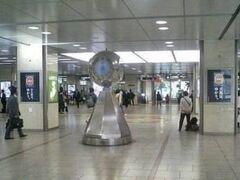 名古屋駅新幹線改札口にある銀の時計 この辺りで待合せ。 約1年ぶりの再会です。