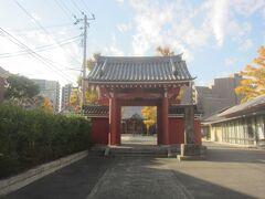 赤い山門が目立っていた天妙国寺に寄ってみます 「しながわ百景」にも選ばれている山門