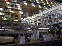 スタートは大阪駅  大阪駅に来るのは久し振りです。様変わりしていて驚きです。