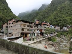 マチュピチュ村に2時間程度かけた汽車の旅でした。  、