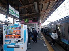 塩尻駅で中央西線から中央東線に乗り換えます。