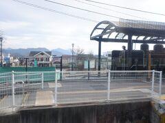 清里駅、昭和末期のバブル時代に一大ブームになったが、今では結構廃墟になっている模様。私は行った事はないのですが。