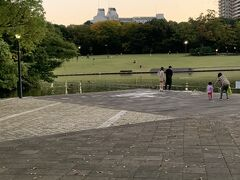 「多摩中央公園」けっこう広々とした公園でした。
