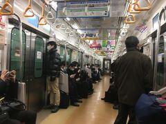 横浜北端の我が家から敬老パスが使える市営地下鉄と路線バスだけで金沢区に行くのは容易ではありません。地下鉄で横浜駅か上大岡駅に出て、そこから京急バスで杉田を経由し、シーサイドラインで金沢八景に向かうルートがあるだけです。上大岡からのバスは本数が少ないので、横浜駅発のバス利用が無難です。  この時期は日が短いので、早朝にあざみ野駅を出発。