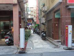 鹽埕埔街並みの様子、名店金温州の入口