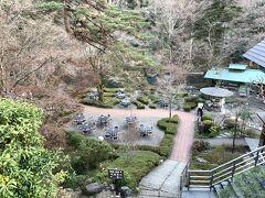 澤乃井園を上から見るとこんな感じです・・ とてものんびり出来そうな。。。 でも寒いし平日だから人が居ませんねぇ。。