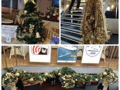 ようやくたどり着いた船内は、クリスマスの飾りつけがされていました。 中学生らしき、修学旅行生と一緒だったので、とても賑やかでした♪