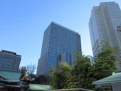 ■外観■ ホテルの周り、日枝神社側から撮りました。  右が山王パークタワー(三菱地所 2000年1月 44階建て、NTTドコモ本社)  真ん中が東急キャピトルタワー(三菱総合研究所とザ・キャピトルホテル東急)  左がアパホテルプライド国会議事堂前→新しくて大きくて立派なアパ