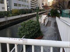 荷物を置いたら直ぐ出かけます~「運河」を渡り、田町から東大井まで行きたいと思います。