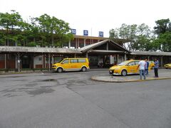 朝食後、チェックアウトしてフロントスタッフの方にタクシーを呼んでもらい、知本駅に到着しました。ここから自強号で高雄駅まで向かいます。
