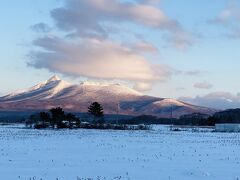 早朝の駒ヶ岳です。 パラマウント映画の配給画面の山のようです。