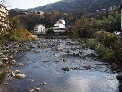 くねくね道を下って箱根湯本へ。  では、予約を入れておいた寿司屋に出向きますか。