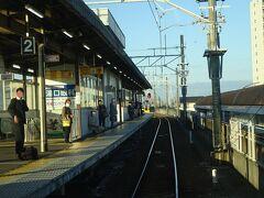 急行電車に乗り込んでくる客はそれなりにいる。