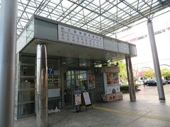 駅北口の観光案内所へ松江の観光の仕方を一応聞いて、情報収集。 コインロッカーに荷物を入れて、時間節約の為、タクシーに乗ります。