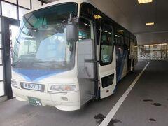9月9日朝。 星野リゾート青森屋が実施している奥入瀬渓流散策オプショナルツアーに参加します。 青森屋から星野リゾート専用バスに乗ります。