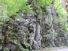 馬門岩 切り立った断崖に目を奪われます。