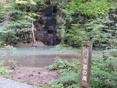 千筋の滝 この日は千筋には程遠かったのですが。雨の後とか雪解けの季節ならば?かな?