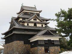 見た目の派手さはないですが、落ち着いた佇まいで歴史情緒が感じられるお城です