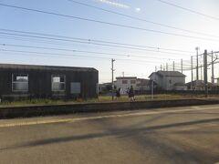 16:00 吉野ケ里公園 JKが駅名標をバックに写真を撮って面白い?