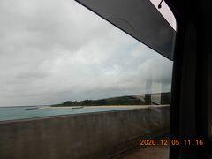 雨季なのだが、橋を渡る時だけ雨が降るのは雲の通り道なのだろうか。