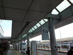 13時10分発の空港シャトルに乗ります。まだ20分もあり  鹿児島は、南の方なのに、あまり暖かくない。