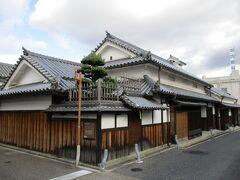 こちらは田守家住宅です。  江戸時代は木綿屋さんだった商家の建物です。
