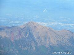 機内から、霧島連山も綺麗に見えました。