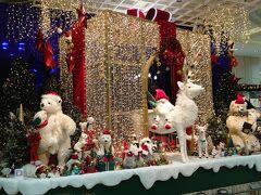 さてそろそろ時間 お友達を迎えに新幹線改札口へ  高島屋の入口もクリスマスデコレーション、時間になると演奏が始まるようでした。
