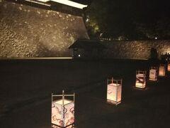 夜の松江城です。このようにして灯篭が延々と1列に並ぶのです。