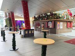 東京・六本木『六本木ヒルズ』大屋根プラザ  「クリスマスマーケット 2020」の写真。