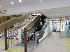 11:24 箱根湯本駅到着 キャリーサービス@800は改札を出る前、ホーム上にあります 間違ってエスカレーターに乗り、一度改札を出ましたが、駅員さんに聞き、通り抜けOKで事なきを得!