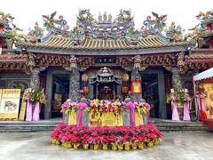 台北市士林の三大道教寺院の一つである神農宮。1700年代初期に福建省漳州出身者が資金を出し合って建てた福徳祠が前身で、1741年の大水害で崩壊後、現在地に移り、芝蘭廟と改称した。その後、1812年に修築する際、主祭神を神農大帝に変更し、神農宮となった。