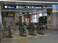 ●大阪モノレール 豊川駅  現在14時すぎ。 とっても静かな改札です。