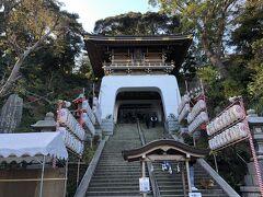階段の途中にある瑞心門。