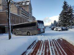 キロロの送迎バス。 エアーという会社のバスみたいだけど、白ナンバーのような… 縁取りが緑なのかな!?