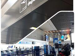 空港ターミナルへ。  GO TO Travelの年末年始の全国一斉停止の影響か、人は少ない。