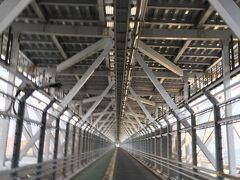 因島大橋は自動車道の下に自転車道があるのが特徴。 因島から向島まで直走ります