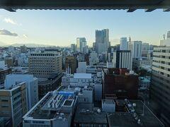 景色(夕方) 桜木町方面でした ランドマークタワー、観覧車がほかの建物に隠れて見えますが 注目は別にあります
