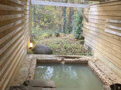 朝も貸切り風呂へ 自然の中の温泉を堪能