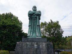 11:30  まずは霧島神宮へ!と思ったら、西郷さんの像があるとの看板発見 大きい西郷さんがいらさいました。 写真に収めた後は、霧島神宮へGOGO!