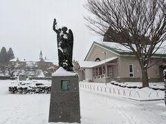 最後の観光はトラピスチヌ修道院。こちらは、大天使ミカエルの像。フランスから贈られたものです。