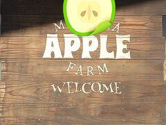 林檎園の歓迎看板がお出迎えです。